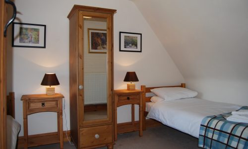 Willow Cottage Twin Bedroom Broadway Manor Cotswold Cottages