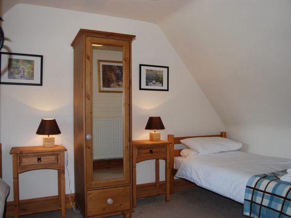 Willow Cottage, Twin Bedroom, Broadway Manor Cottages, Cotswold Cottage