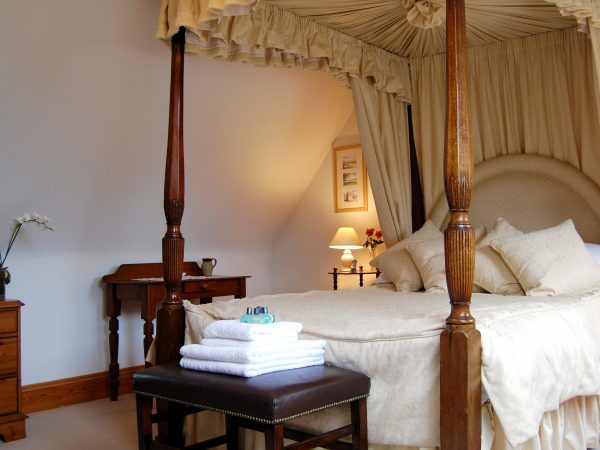 Willow Cottage Double Bedroom with Four Poster Bed Cotswold Cottages