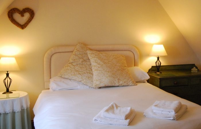 Sheldon Cottage Cotswold Holiday Cottage with King Size Bed