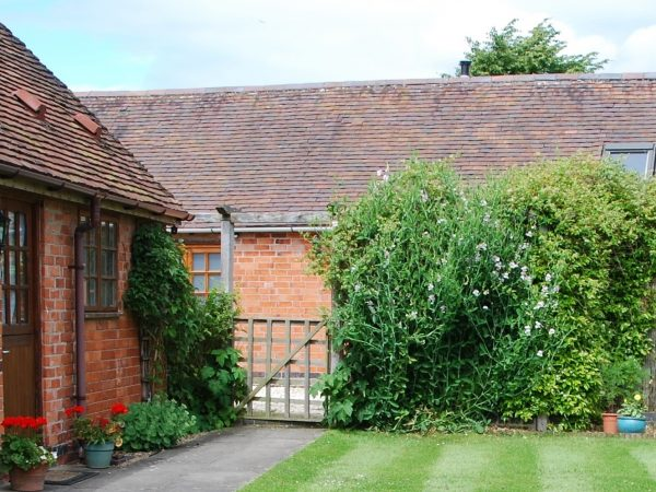 The Stables (sleeps 3), West End, Broadway