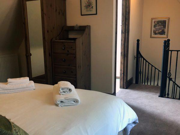 bedroom, Sheldon Cottage, Broadway Manor Cottages