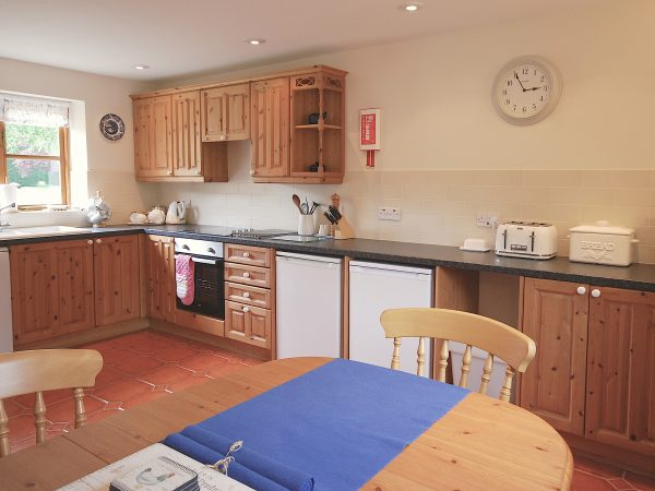 Willow Cottage Kitchen, Cotswold Cottage, Broadway Manor Cottages