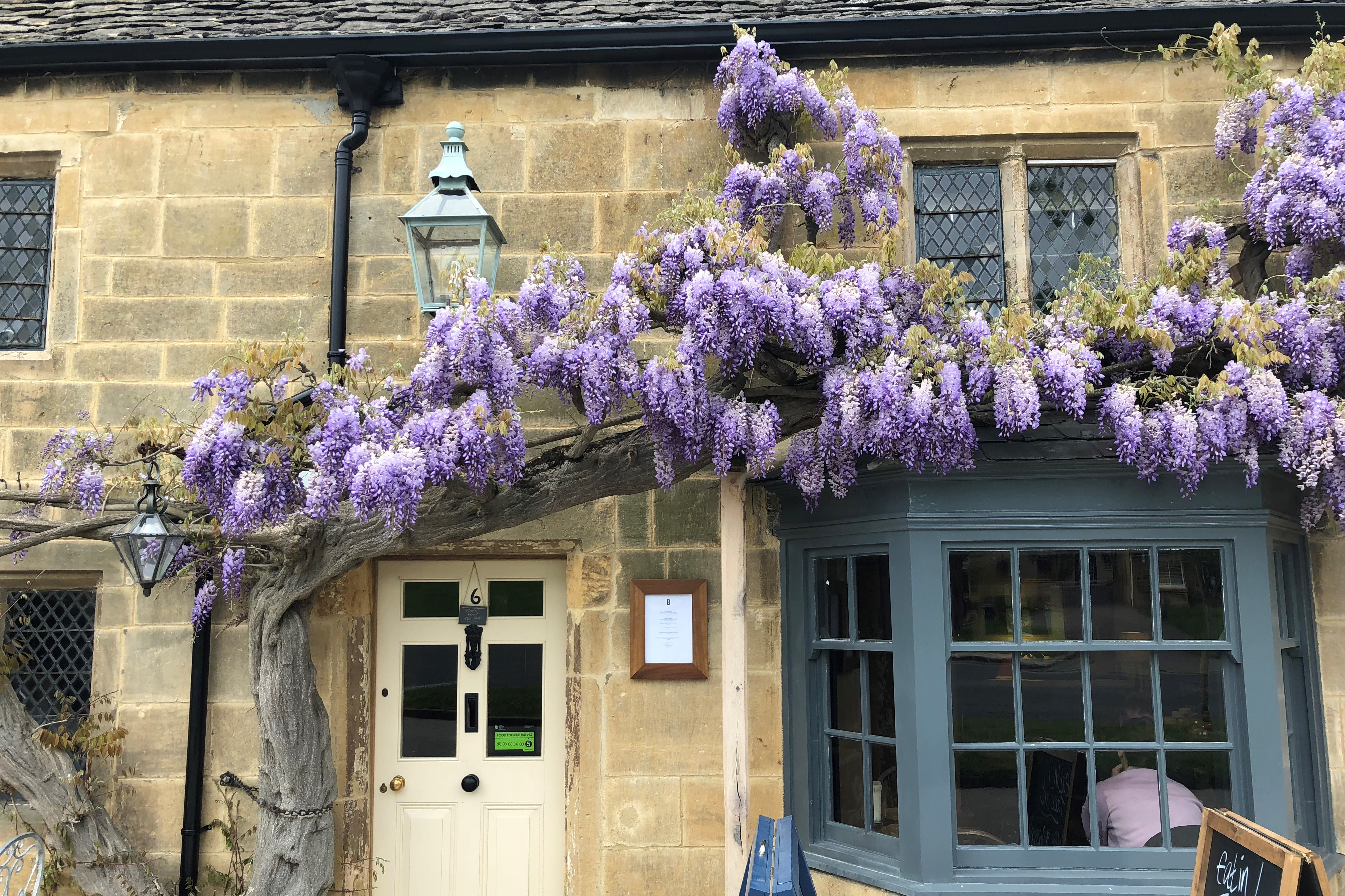 cotswold-stone-building-broadway