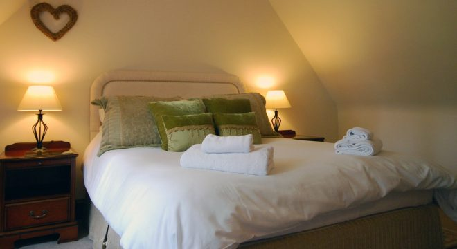 Sheldon Cottage, Cotswold holiday cottage, king bedroom