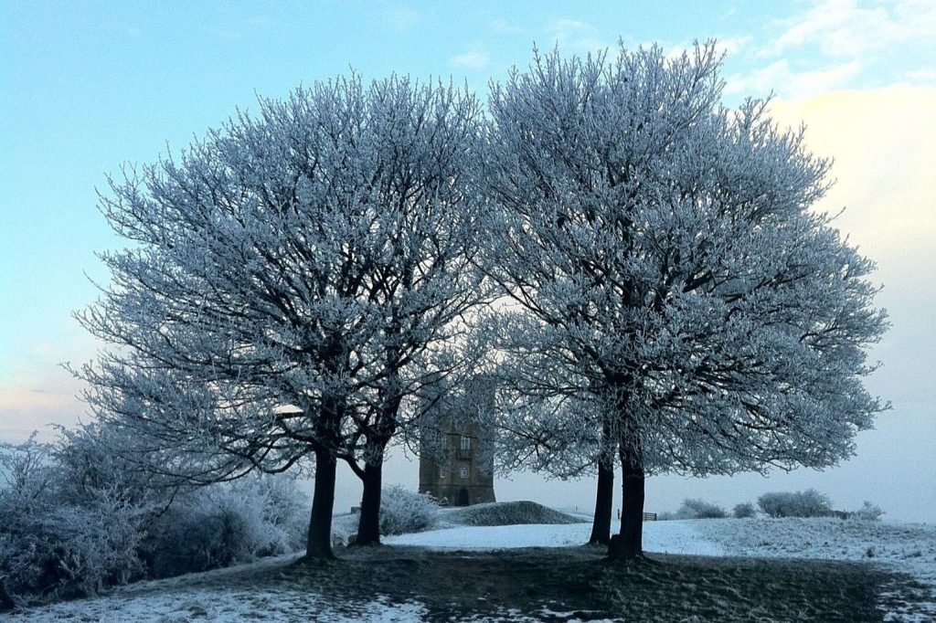 broadway-tower-snow-Cotswolds