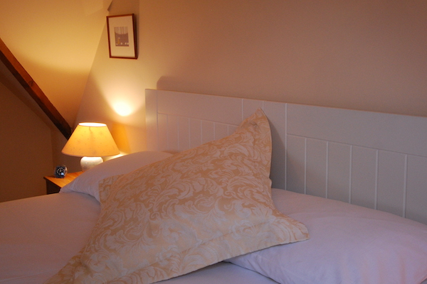 Corner Cottage Bedroom, Broadway Manor Cottages, Cotswold holiday cottages in Broadway