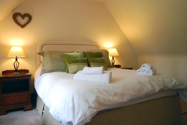 Sheldon Cottage, Cotswold holiday cottage, king bedroom