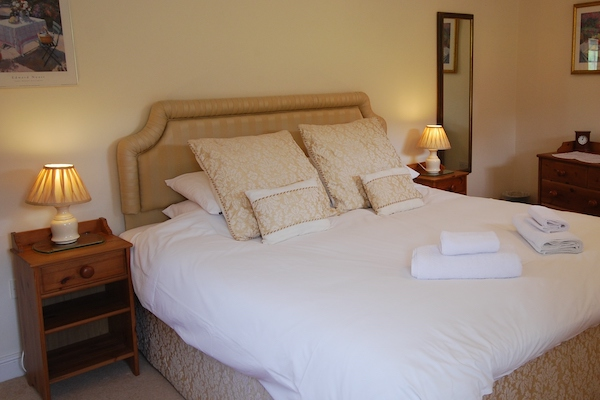 Master Bedroom, The Stables, Cotswold holiday accommodation, Broadway Manor Cottages